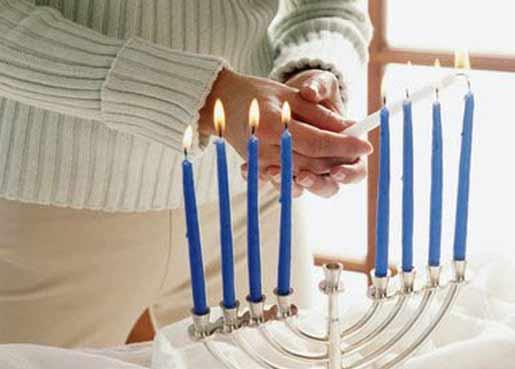 Photo of Hanukkah Menorah: How Does One Light a Hanukkah Menorah?