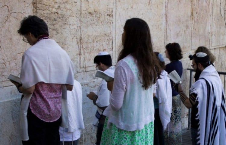 Photo of Reform Mob Carries Out Provocation at the Western Wall