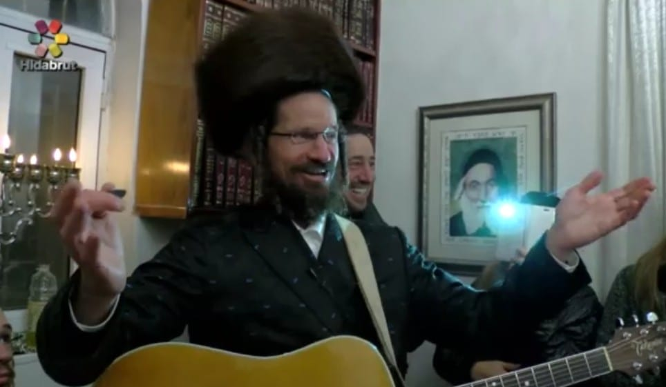 Photo of Rabbi Yom Tov Glaser Hosts an Uplifting and Inspiring Hanukkah Candle Lighting