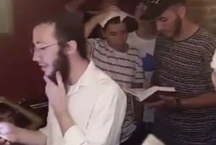 Photo of Watch: Jews Pray at Kosher Restaurant in Barcelona during Terrorist Attack