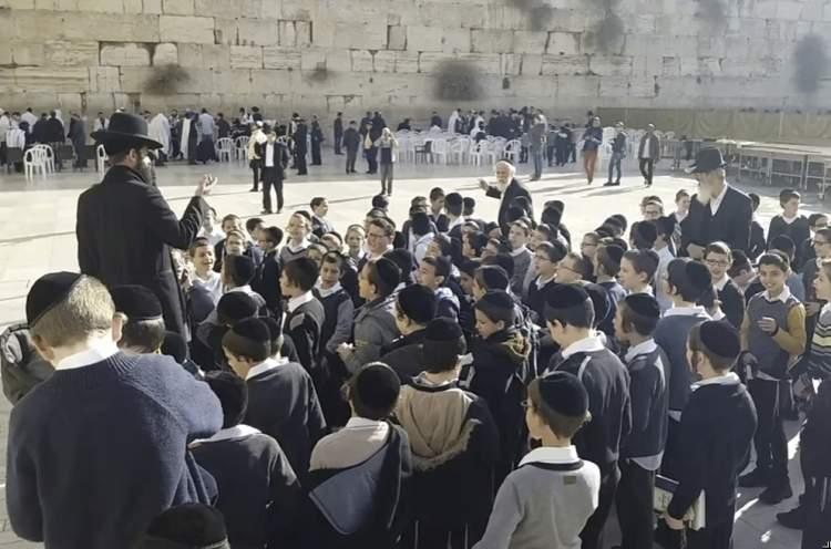 Photo of Watch School Children Singing at Kotel