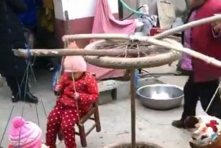 Photo of Watch: Original Carousel Swing – China-Style