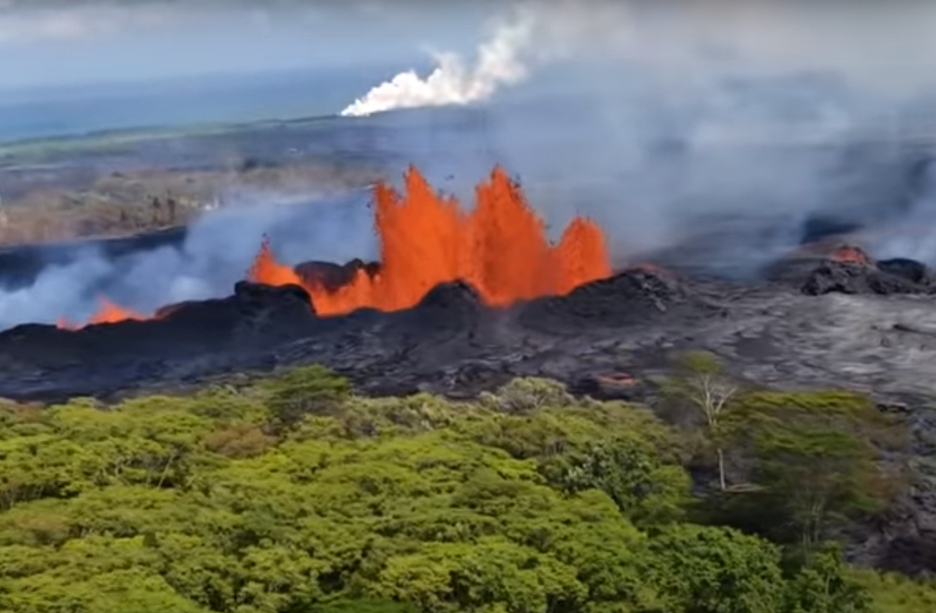 Photo of Hawaii Volcano Eruption Continues to Spew Lava into the Air