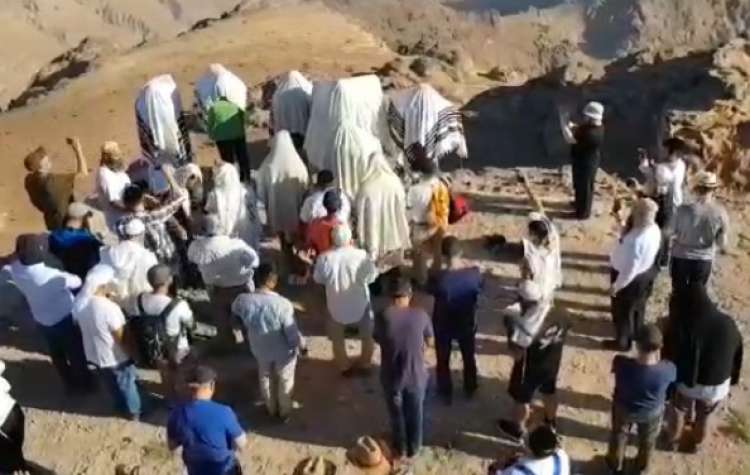 Photo of The Priestly Blessing at the Grave of Aharon HaKohen in Jordan – Watch