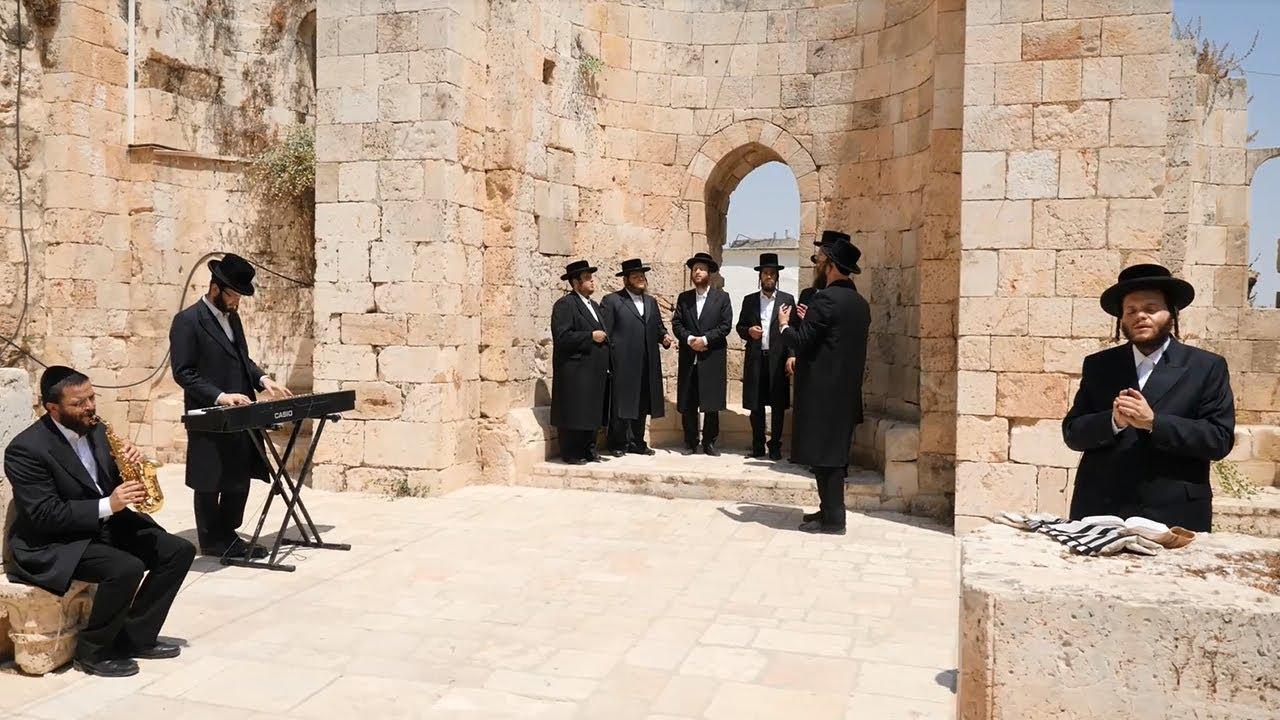 Photo of 'Shaarei Shomayim' by Zanvil Weinberger & Malchus Choir – Music Video