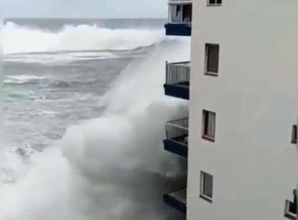Photo of Watch: Huge Waves Hit the Coast of Spain Causing Tremendous Damage