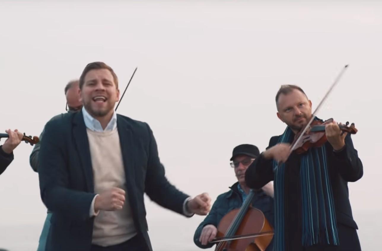Photo of Mordechai Shapiro: Kdei Lehodos – Official Music Video