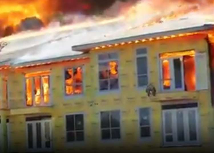 Photo of Remarkable Escape from a Burning Building – Not for the Faint-Hearted