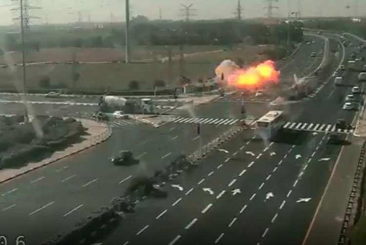 Photo of Miracle: Rocket Slams Into Highway near Gan Yavne just Missing Vehicles